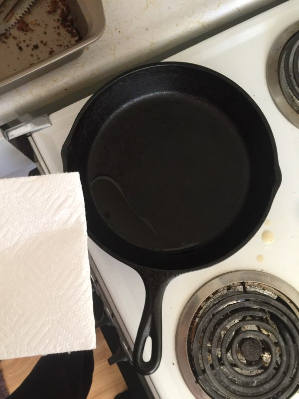 [Thumbnail for 2019_03_03_cast_iron_season_with_olive_oil_after_cleaning.jpg]