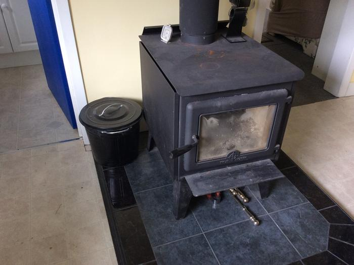 Wood stove with metal ash can