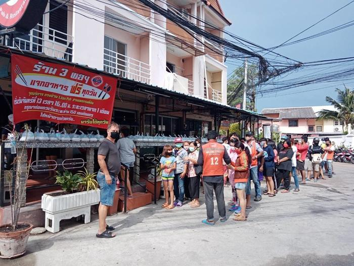 The German Pub and Restaurant 3Ways Pattaya provides every day 200 meals in this hard times but the queue is mostly 400-1000 people. That is where our fish went to.