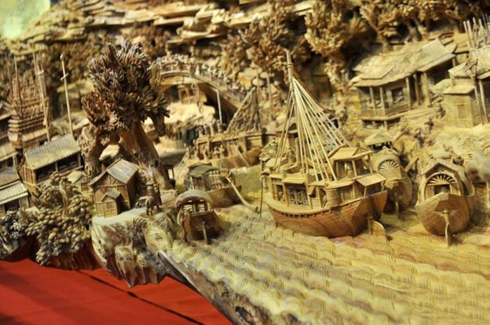 The world s longest most beautiful wooden carving art
