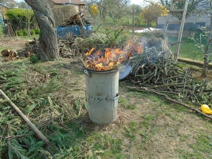 Char drum with apricot prunings